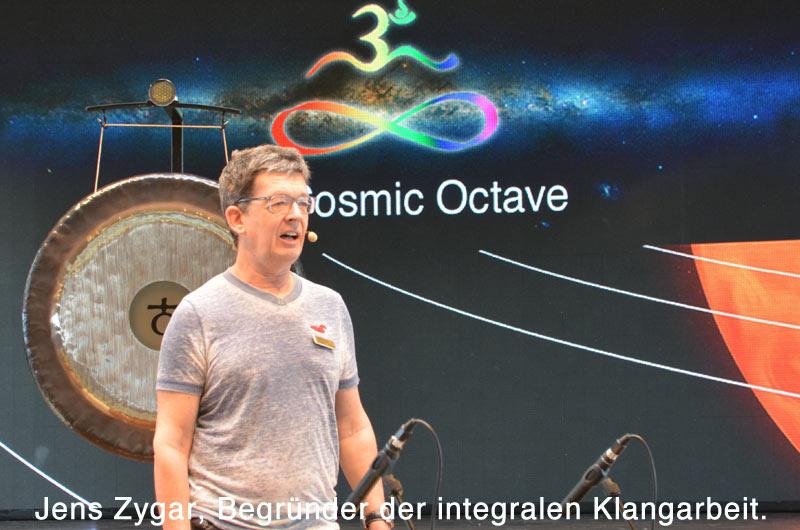 Jens Zygar ist Begründer der integralen Klangarbeit und der Audionik, der Wissenschaft vom Klang.