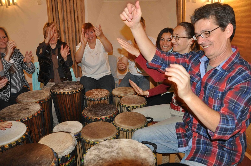 Klang Heil Kreise in der integralen Klangarbeit sind interaktiv und kreativ.