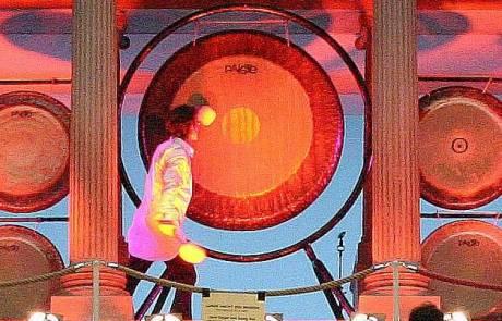 jens zygar, pergamon altar, berlin, gong, gongs, gong meditation