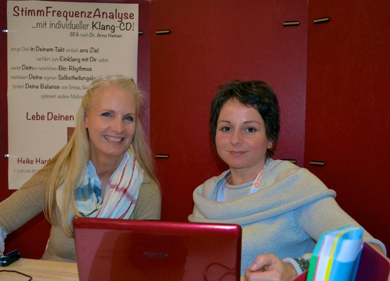 Heike Harders in der Anwendung der Stimmfrequenzanalyse